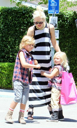 Gwen Stefani takes her boys to a birthday party 0429