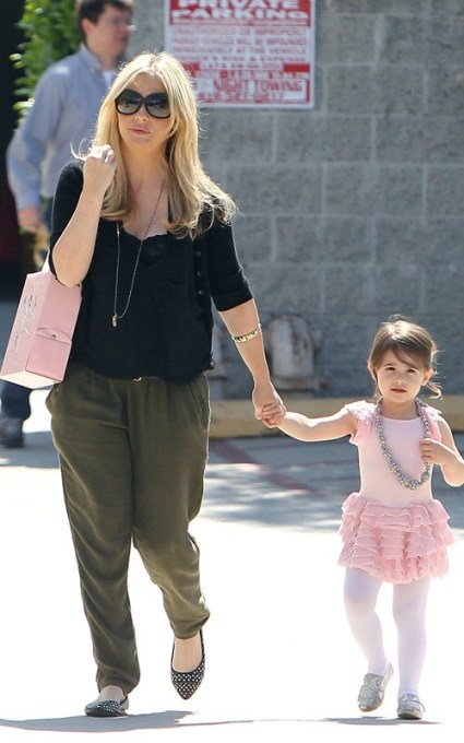 First Look At Sarah Michelle Gellar's Baby Bump