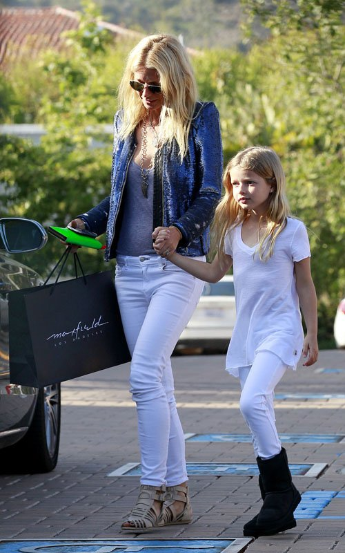 Gwyneth Paltrow shopping with Apple in Santa Monica - April 19
