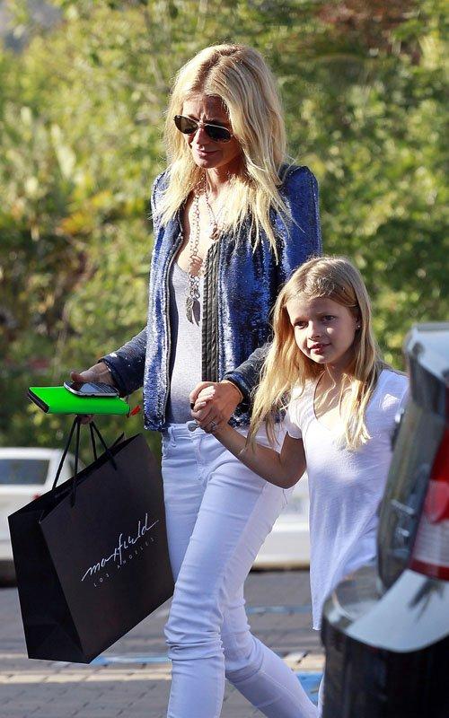 Gwyneth Paltrow shopping with Apple in Santa Monica – April 19