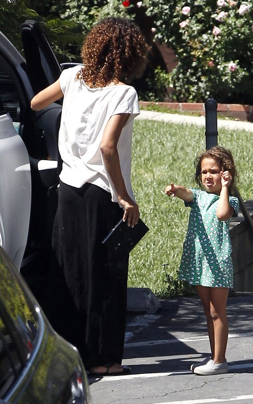 Halle Berry's Daughter Nahla Hates The Paparazzi