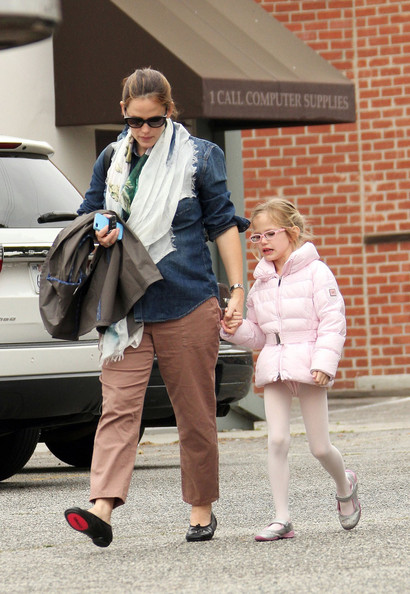 Jennifer Garner Picks Up Her Ballet Girl
