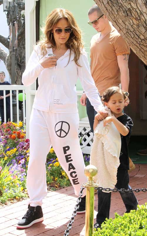 Jennifer Lopez Visits The Easter Bunny
