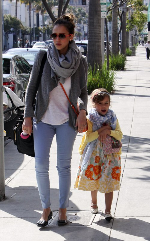 Jessica Alba & Family grabbing a bite to eat at Nate 'n Al of Beverly Hills Delicatessen.