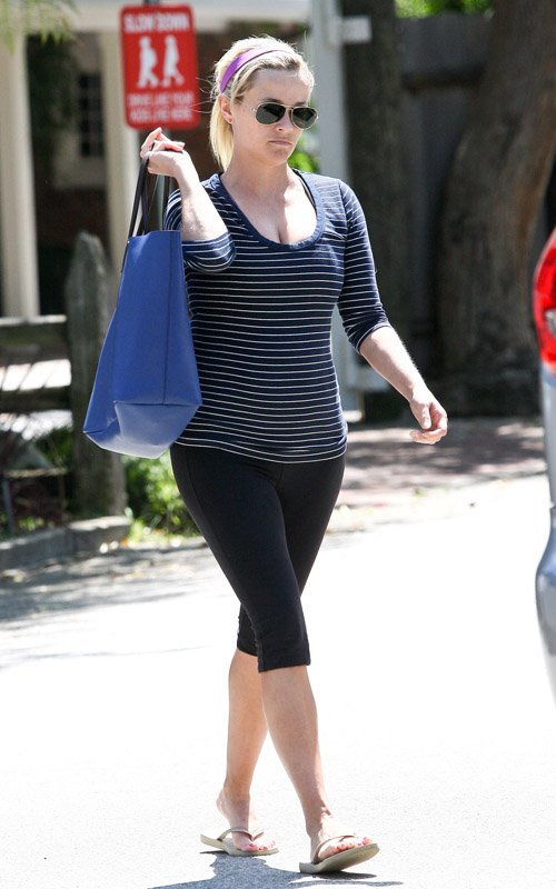 Reese Witherspoon Leaving a workout in Brentwood, California (April 9)