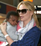 Charlize Theron can't remember life before motherhood 0515