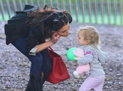 Bethenny Frankel and Jason Hobby have a date with Bryn at the park (Photos) 0502