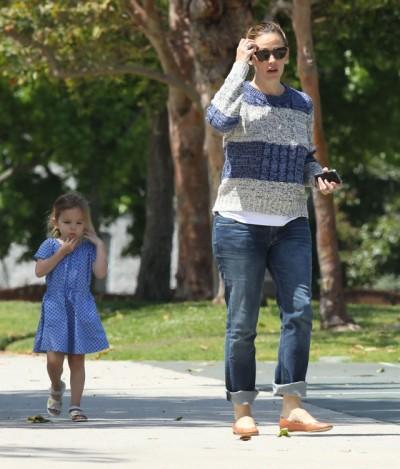 Jennifer Garner and Seraphina enjoy day at the park 0516