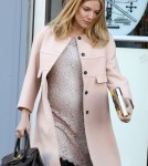 Pregnant Sienna Miller Hates The Gym So Is Trying Pregnancy Yoga