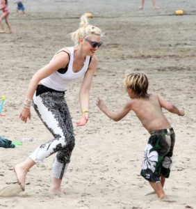 No Doubt Gwen Stefani And Her Boys Loved The Beach Party (Photos) 0521