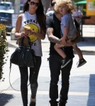 Pete Wentz Carries Bronx Out To Lunch 0531