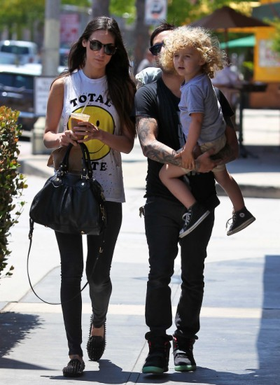 Pete Wentz Carries Bronx Out To Lunch (Photos)