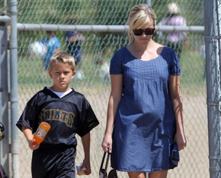 Pregnant Reese Witherspoon Cheers On Deacon From Sidelines (Photos) 0520