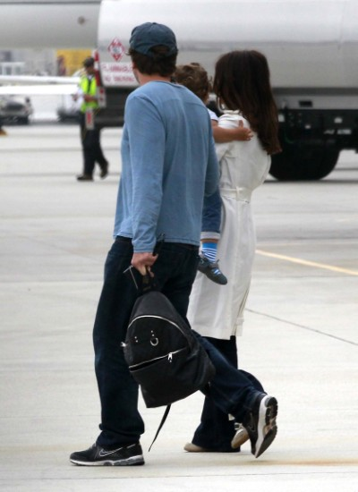 Penelope Cruz Jets Leo Out Of LA 0618
