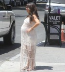 Pregnant Kourtney Kardashian Runs Errands With Her Sisters 0601