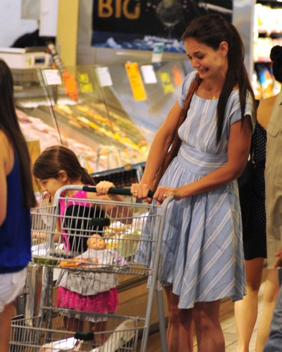 Katie Holmes And Suri Cruise Browse At Whole Foods