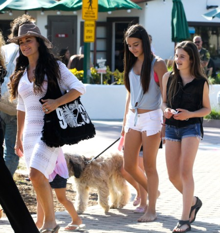 Housewife Kyle Richards Goes Shopping With Daughters In Beverly Hills 0618