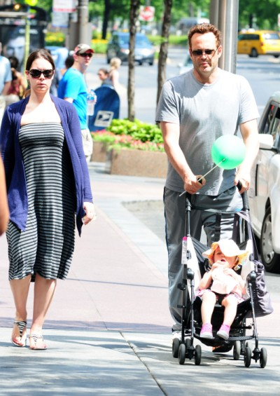 Hometown Boy Vince Vaughn Strolls With Daughter Locklyn In Chicago
