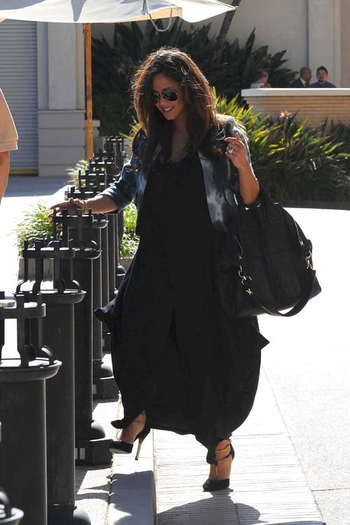 Vanessa Minnillo Spends The Day Out in Beverly Hills, CA - June 23