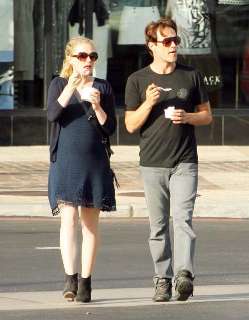 Pregnant Anna Paquin and Stephen Moyer eat Pinkberry in LA - June 19