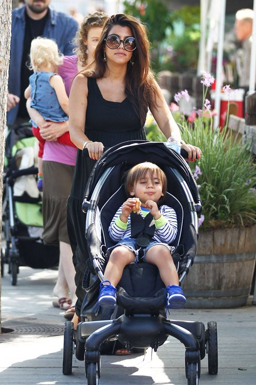 Kourtney Kardashian & Mason Enjoy The Market