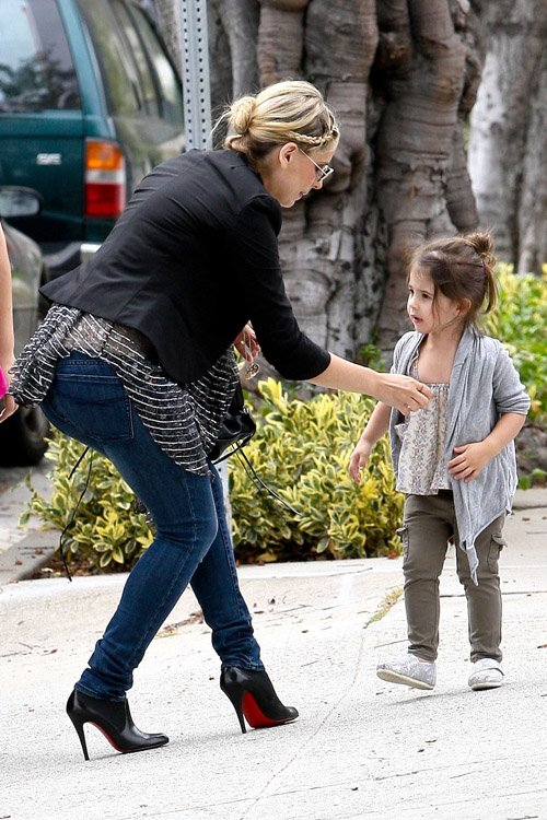 Sarah Michelle Gellar taking her daughter Charlotte to school in Brentwood, Ca - June 20
