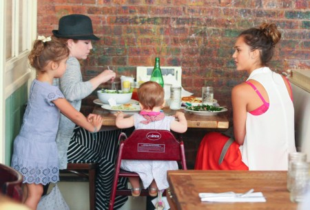 Jessica Alba Dines With Girls As Eco-Friendly Business Grows