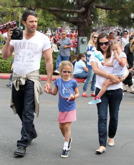 Ben Affleck And Jennifer Garner Take Girls To Fourth Of July Parade 0705