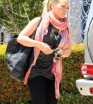 Hilary Duff Is All Smiles As She Catches Up With Friends 0727