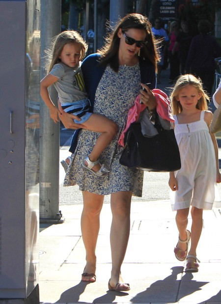 Jennifer Garner Spends Afternoon With Violet And Seraphina Affleck 0709