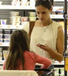 Katie Holmes Stacks Up At The Market With Suri Cruise 0709