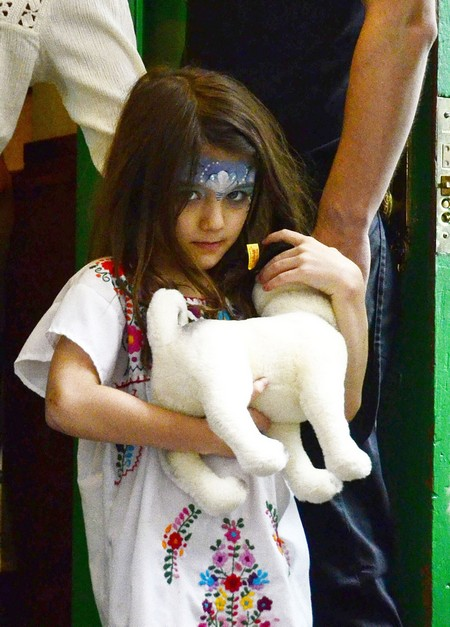 Katie Holmes Treats Painted Face Suri To Ice Cream