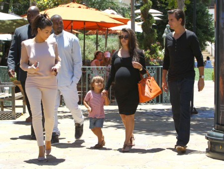 Kim Kardashian Brings Kanye West Out To Lunch With Family 0702