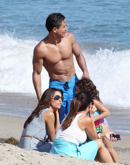 Eva Longoria Joins Mario Lopez And Daughter At The Beach