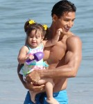 Eva Longoria Joins Mario Lopez And Daughter At The Beach 0716