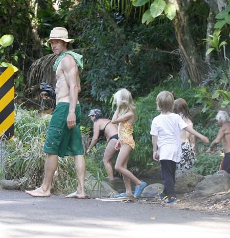 Julia Roberts Family Vacations In Hawaii Celeb Baby Laundry
