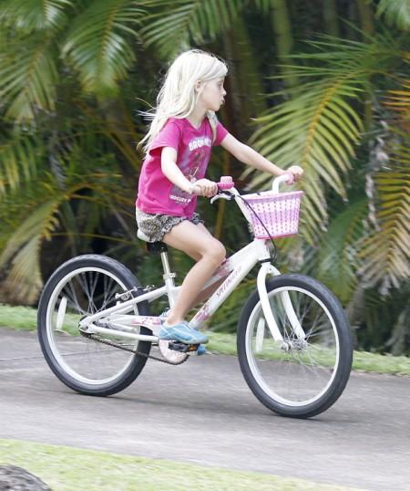 Julia Roberts' Family Vacations In Hawaii 0713