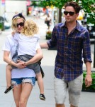 Ashlee Simpson And Bronx Wentz Grab Some Grub With Vincent Piazza 0726