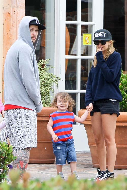 Nicole Richie and Joel Madden Take Harlow and Sparrow to breakfast at Coogies Beach Cafe in Malibu, CA - July 4