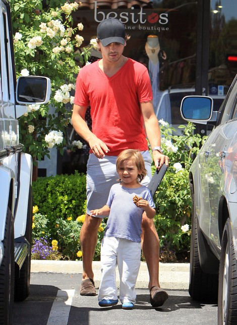 Busted! Scott Disick Leaves Son Mason In An Unattended Car (Photos)
