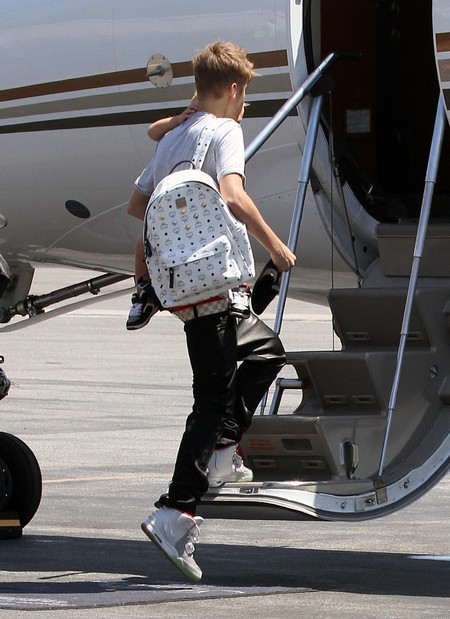 Justin Bieber and His Brother Jaxon Bieber Board A Private Plane (Photos)