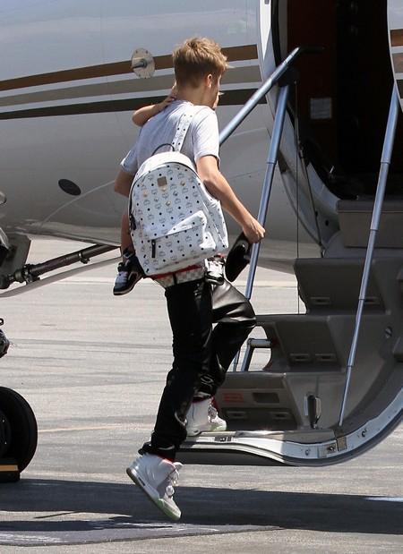 Justin Bieber and His Brother Jaxon Bieber Board A Private Plane (Photos)
