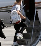 Semi-Exclusive... Justin Bieber Takes Flight With His Family