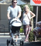 Pregnant Tori Spelling And Family Out For Lunch (Photos)