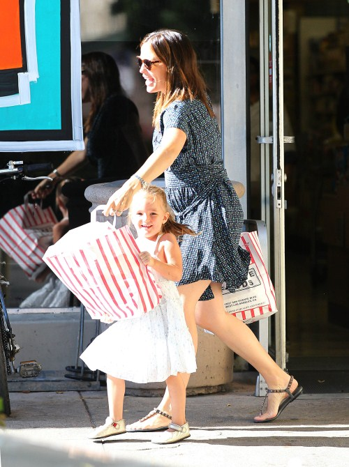 Busy Mom Jennifer Garner Spends The Day With Seraphina