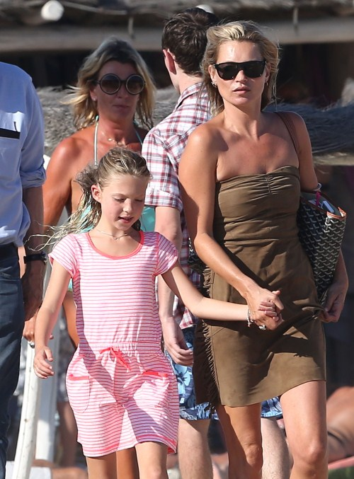Kate Moss & Lila Soak Up The Sun