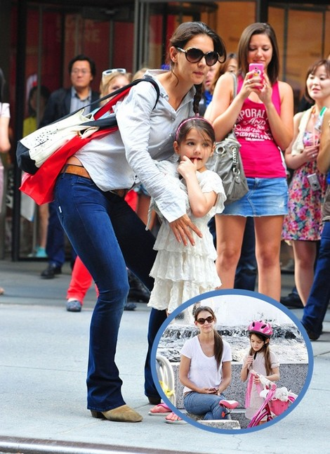 Katie Holmes Teaches Suri Cruise How To Bike