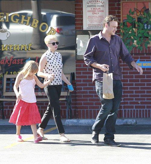 Michelle Williams & Jason Segel Take Matilda For Ice Cream