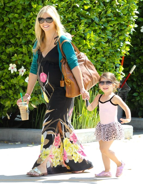 Pregnant actress Sarah Michelle Gellar takes her daughter Charlotte Prinze to a ballet class in Studio City, California on August 18, 2012