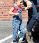 Jennifer Garner takes her daughter Seraphina shopping in Brentwood, CA on September 20th, 2012.